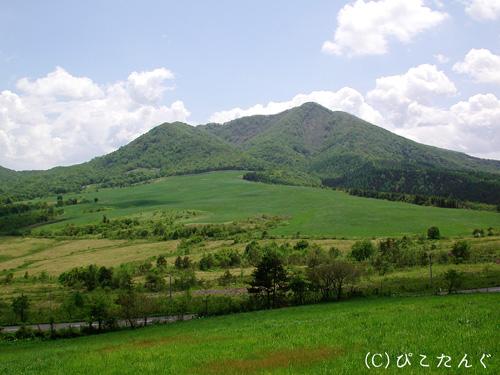 田代山より七時雨山を望む
